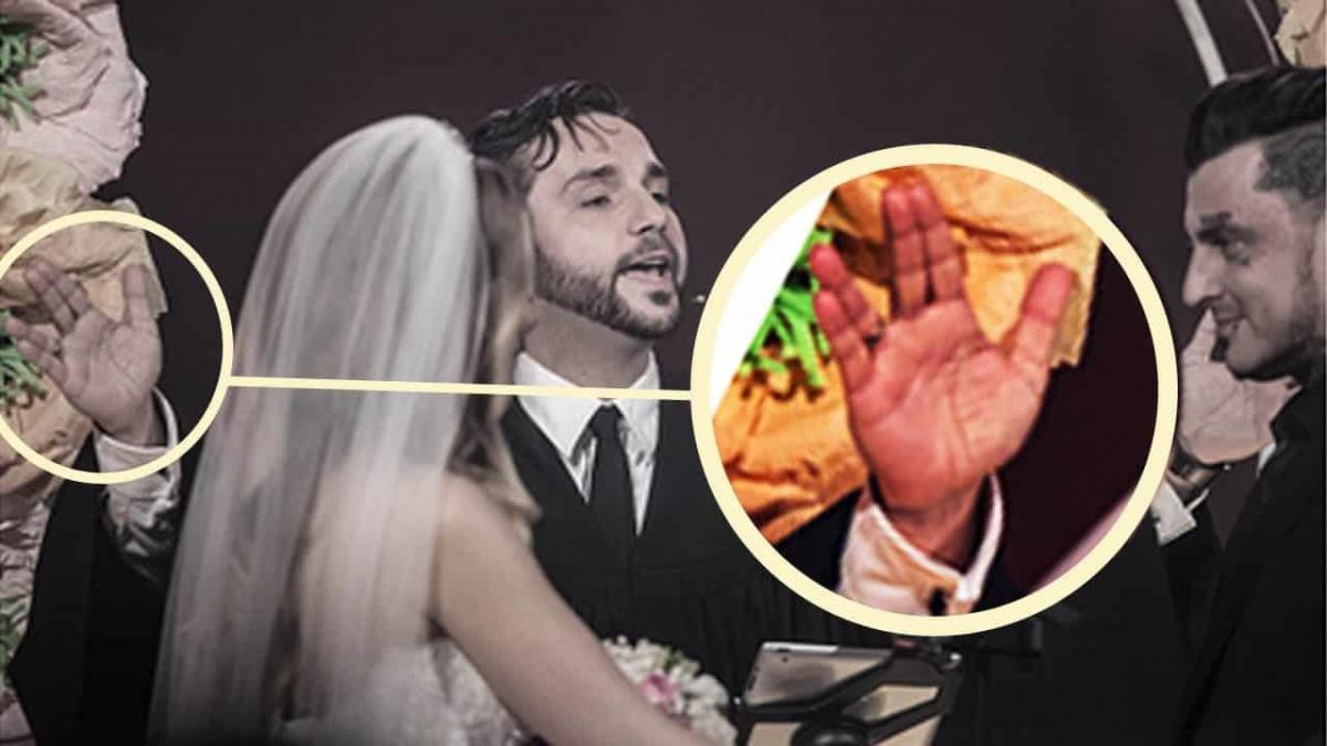 Der Pastor Samuel Diekmann hob beim Segen beide Hände segnend über das Brautpaar, machte dabei aber ein seltsames Zeichen! BILD: Simon Hofmann/Getty Images Europe
