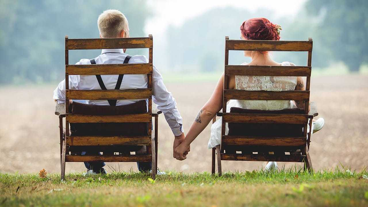 """""""Instant Beziehungstipp"""" - Zusammen Händchenhalten"""
