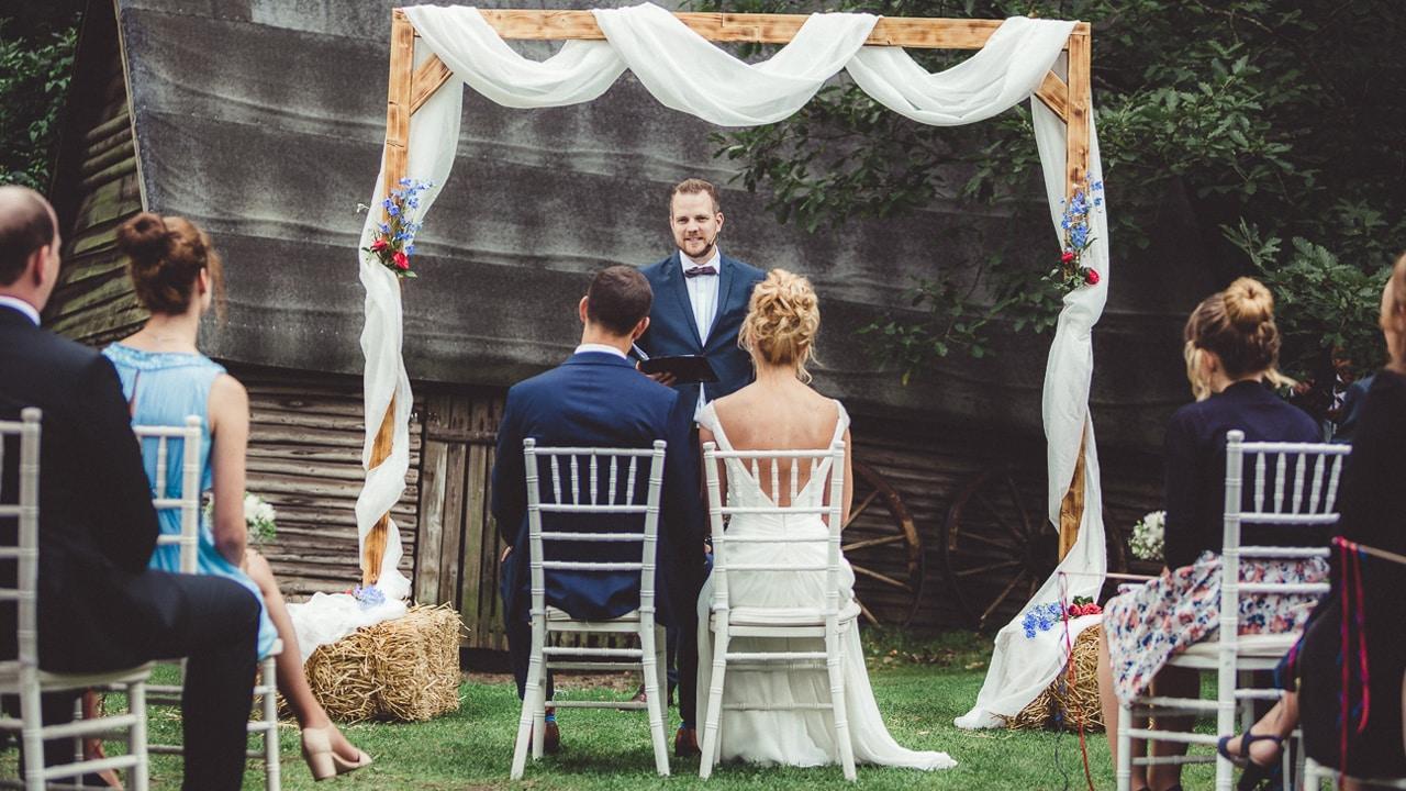 Draußen heiraten: Fünf Tipps für eine Trauung im Freien
