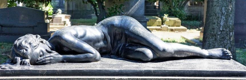 Buche einen Bestattungsredner für eine würdevolle Trauerfeier